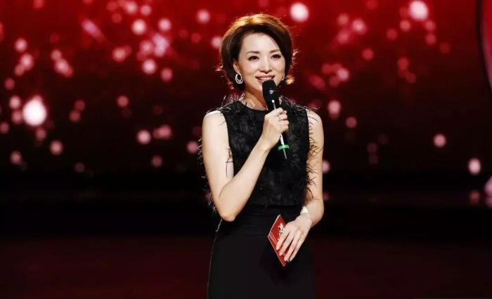央视五大美女主持人, 李红排第五, 50岁的她美若天仙