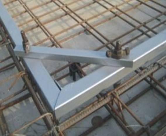 b22:卫生间,阳台等降板部位吊模若采用木模,应使用新方木,不得随意图片