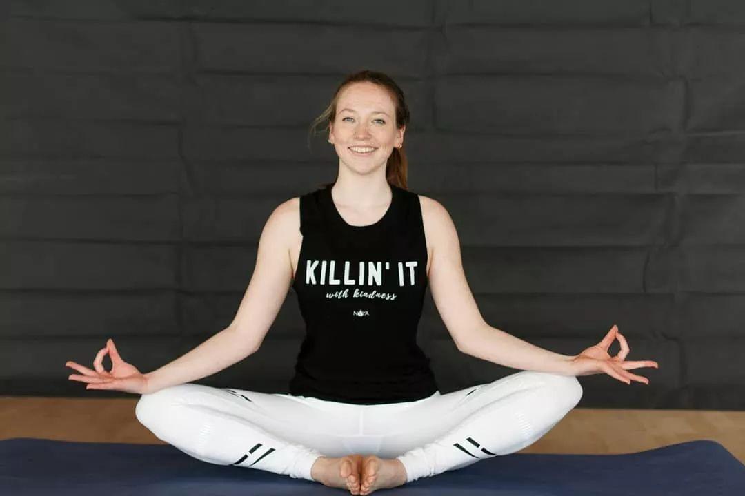瑜伽女人教你,日常保养这样做,健康又水灵