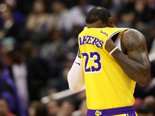 NBA排名:湖人18胜12负或远离前三火箭再赢三场能进前八?