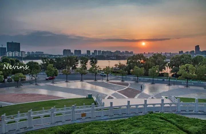 南京江宁经济总量_南京江宁九龙湖夜景