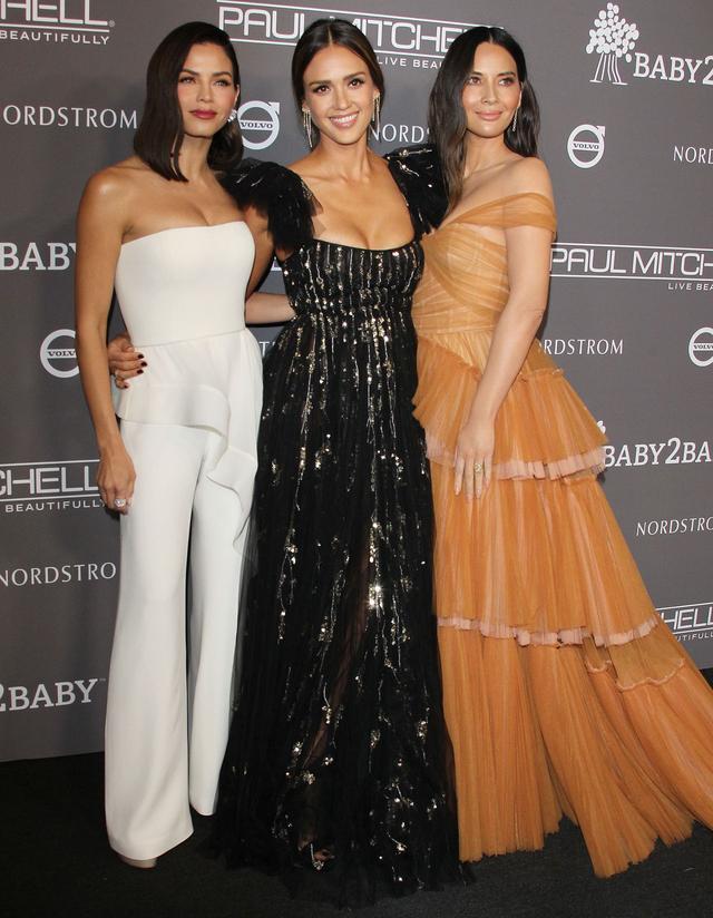 美國女星杰西卡·阿爾巴黑色晚禮服參加baby2baby品牌圖片