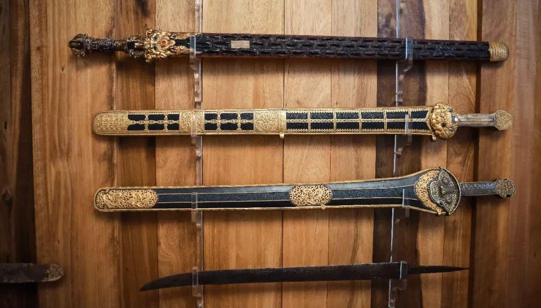 以实物形式建立从两汉两晋南北朝,隋唐五代直至宋元明清的完整刀剑谱图片
