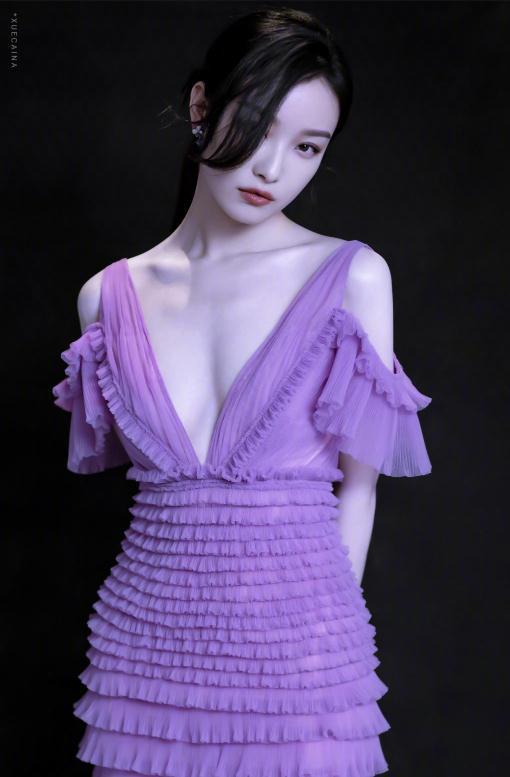 楊冪最近的紅毯怎麼了,就沒穿過一件好看的衣服 時尚 第10張