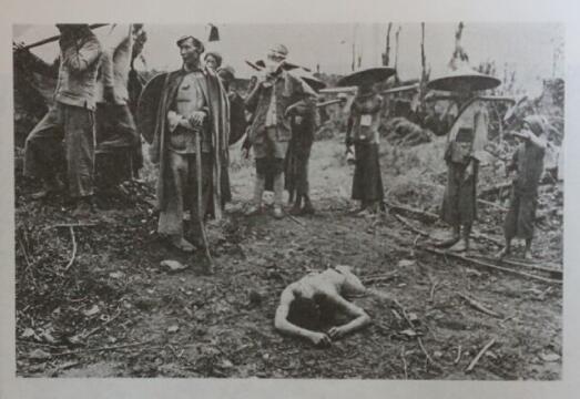 腾冲战役中被俘虏的日军:表情木然,目光呆滞