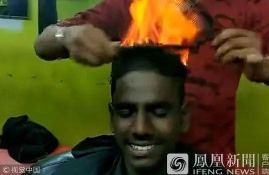 印度理发师点燃顾客头发图片
