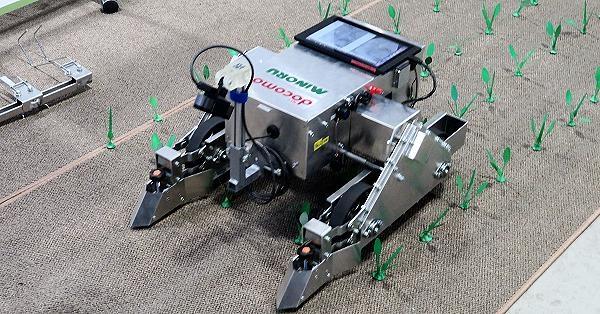 根据《日刊工业新闻》报导,ntt docomo 等公司开发的该除草机器人,搭载人工智能和图像辨识相机,能够辨识蔬菜和杂草的不同,自主于田亩间移