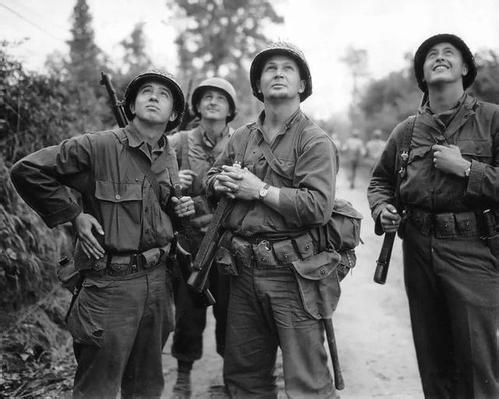 二战初期英国和美国谁的军事实力更强?有一点英国超过了美国