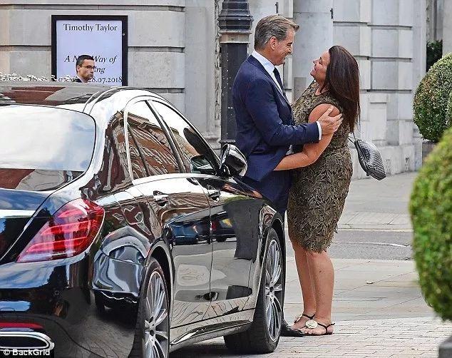 体重暴涨60斤,她凭什么还让身价上亿的最帅007爱得死去活来?(图23)