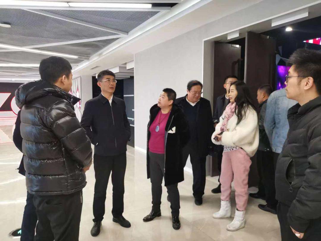 耀江董事长_董事长办公室图片