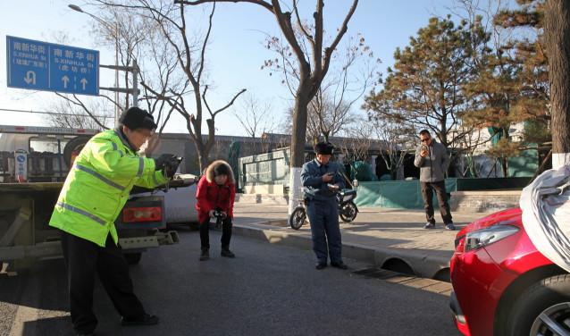 """违法停车""""罩车衣""""罚12分_腾讯分分彩组三"""