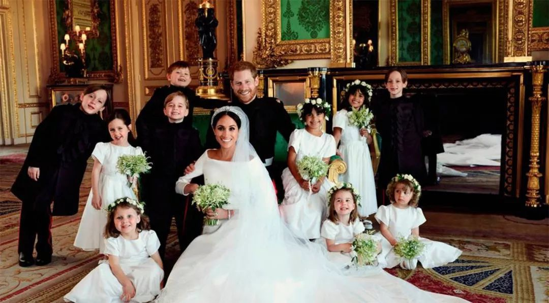 梅根女友的女儿五官清秀,在哈里王子婚礼上抢了夏洛特公主的风头
