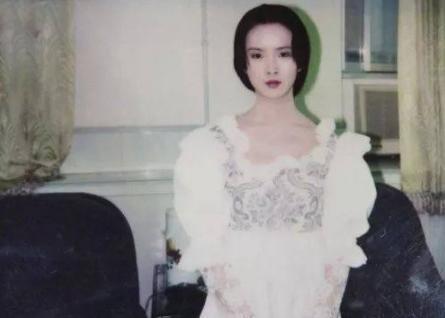 她是黄磊同学,当年分别拿下影后 视后,如今45岁为爱淡出大荧幕