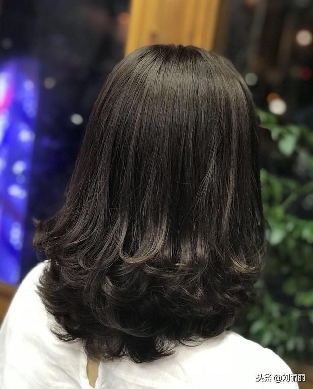 2019烫烫发尾是主流,18款流行发型送给你!烫完都说美