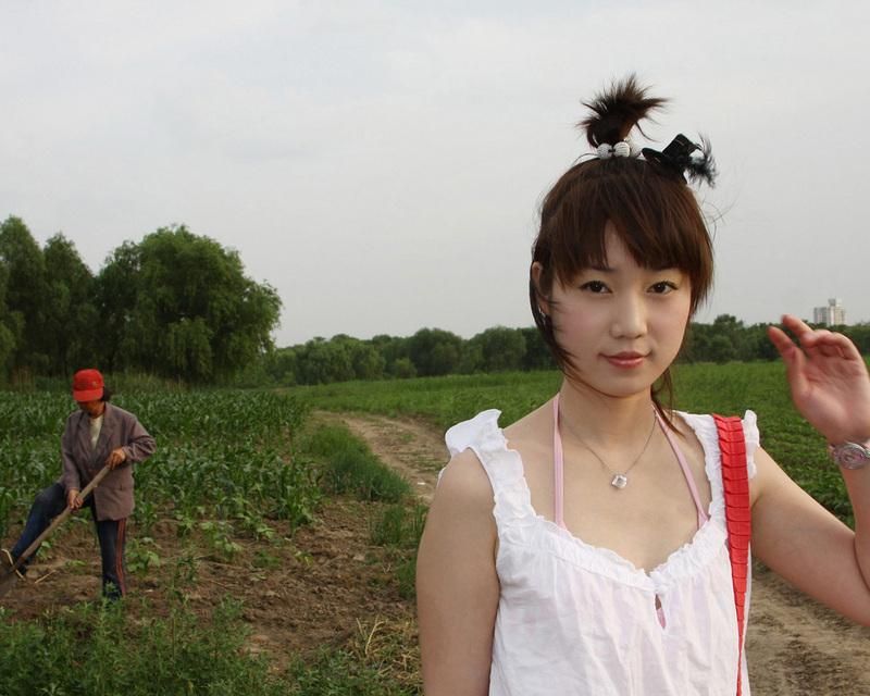 张悠雨魅惑大胆人体艺术_娱乐 正文  有人称赞张筱雨展示了人体的艺术和美,凸显了人体器官和结