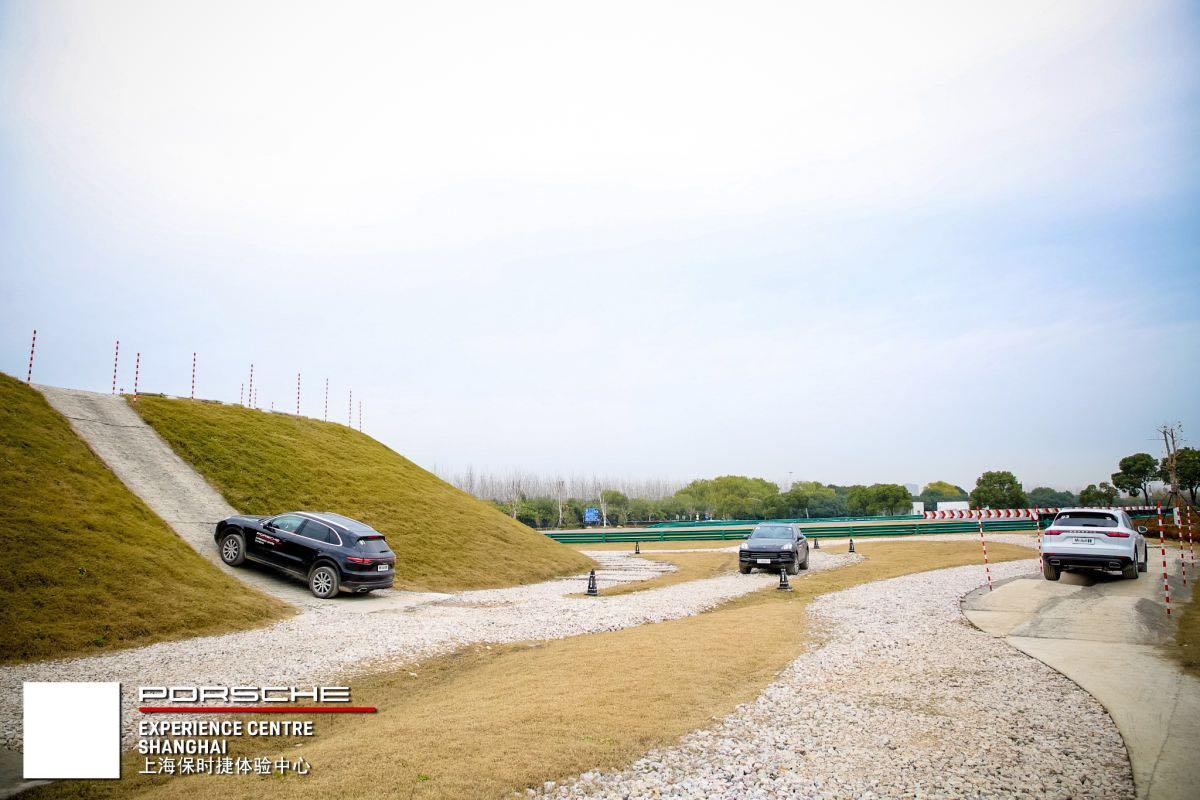 """飞驰的""""辣椒""""越过山丘上海保时捷体验中心试驾第三代卡宴_新凤"""