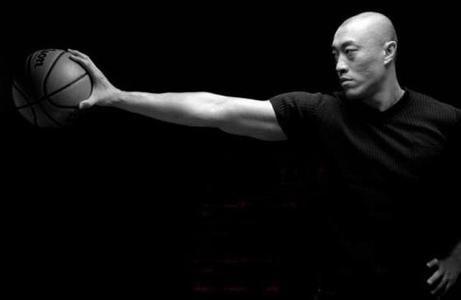 他是中国第一位踏上NBA征程的球员却被中国篮协迫害退役!