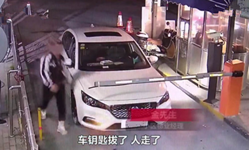 """""""因为琐事弃车而去堵小区门口,车不要了,脸也不要了?"""
