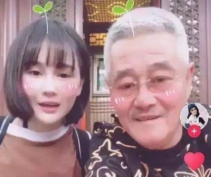 """赵本山女儿正式改名为赵珈萱,女继父业当""""演员"""",新戏又开机了"""