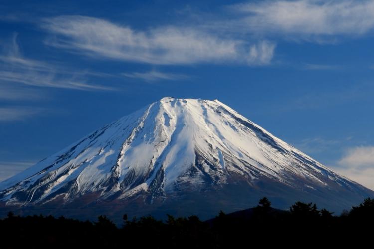 """全球""""最牛""""房东,富士山都是他家的,日本政府每年都得给他交租"""