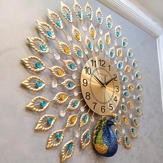 静音石英钟,孔雀开屏的装饰典雅气派,神话中凤凰的化身,蕴含着吉祥图片