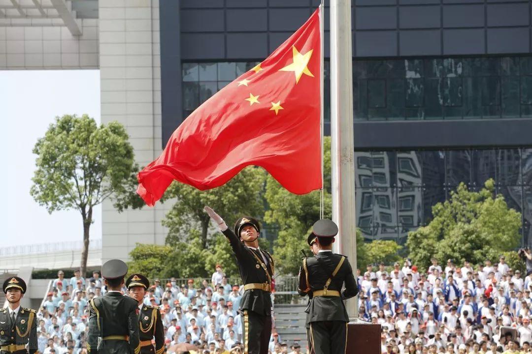 驻澳门部队举行升国旗仪式庆祝澳门回归祖国十九周年