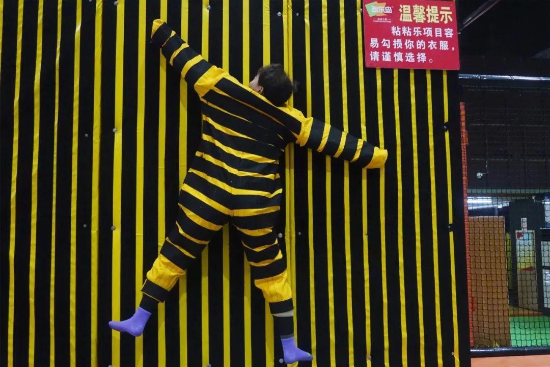 午后,所有人乘大巴前往位于江干区的杭州最大室内蹦床公园——多乐岛图片