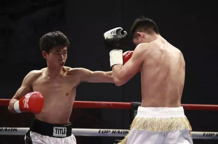 40岁拳击老兵挑战最热血的拳力角斗场,他能再次KO吗?