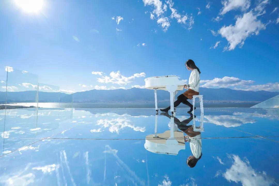 环洱海一圈 网红玻璃球,白桌子 花海 拍摄服装1套 底片不少于60张精修图片