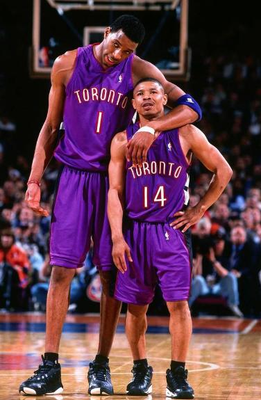 6张照片感受身高1.6米的博格斯打NBA有多不易,最后1张成经典
