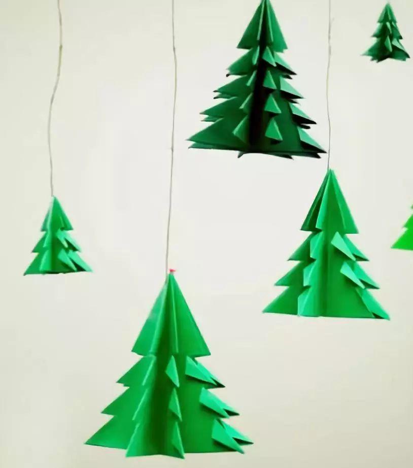 原标题:圣诞节手工大全:你要的圣诞树,都在这里了 本文导读  一年一度的圣诞节又来了~ 提到圣诞节,首先想到就是圣诞树吧 如果小莉说,在家也可以制作圣诞树 大家会不会很高兴呢? 作者 丨小莉老师 本文由《幼儿园手工》编辑,转载须注明来源! 很多人为了营造圣诞气氛,会直接买一棵现成的树进行装饰。  这种方式简单快捷,而且精心装饰过后真的很漂亮。