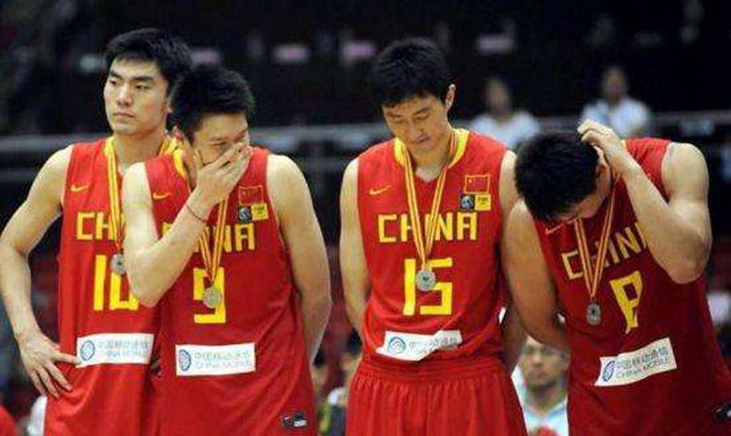 朱芳雨父爱满满! 为大儿子愉快庆生 开始培养孩子篮球天赋