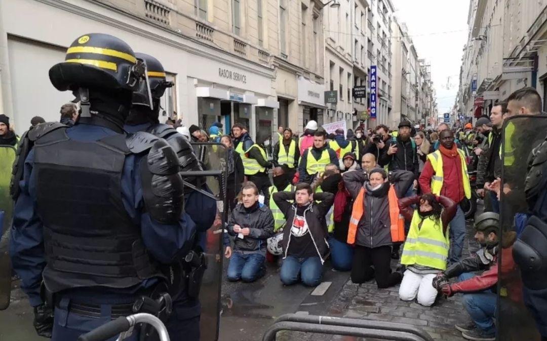 """法国""""黄背心""""运动蔓延,回首曾经的法国大革命"""