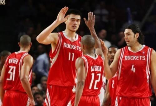 姚明盖帽奥尼尔_姚明在NBA打了8个赛季,那王治郅,巴特尔,易建联呢?_火箭