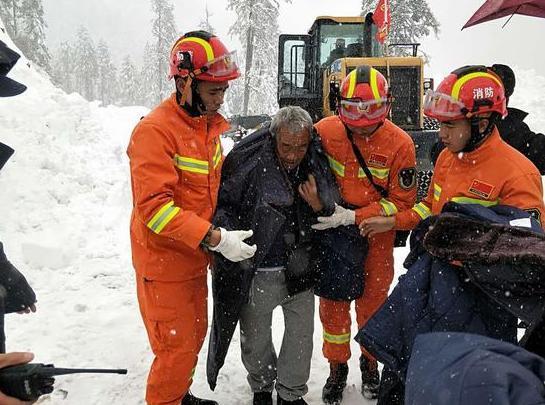 大雪封山33名驴友被困云南贡山警方:无人员冻伤