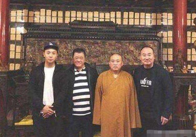 左起二人:释小龙、吴敦