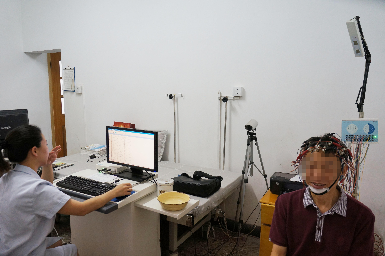 成年人癫痫比较常见的症状表现有哪些_快速问医生