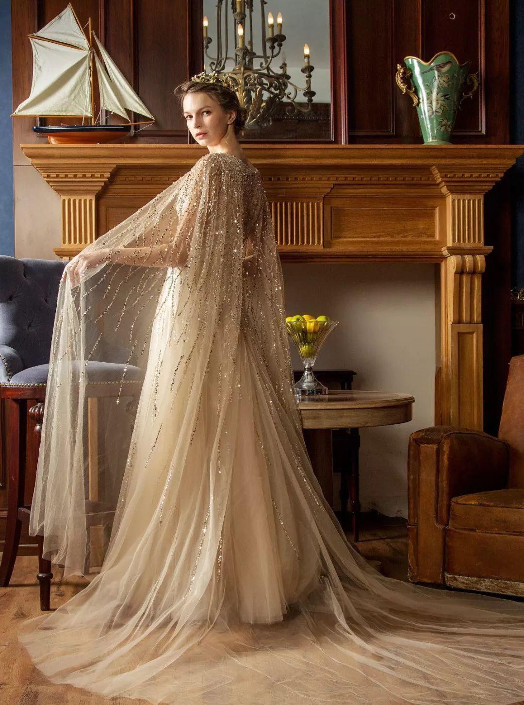 金色婚纱的_长袖金色婚纱
