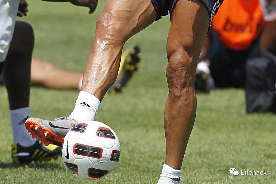 C罗劈腿十几个辣妹?看到他的筋肉腿我服了!