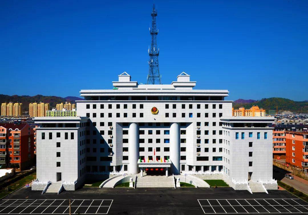 1《今天新华商厦对面》 白山市公安局新办公楼 现在的白山 40年的蝉变
