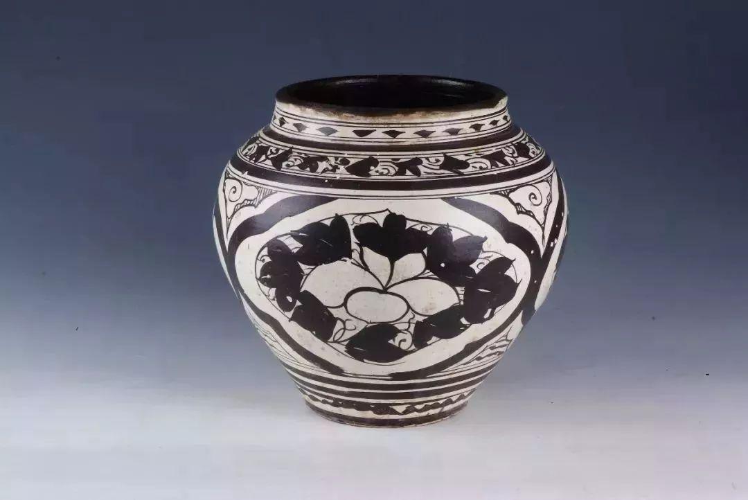 """凤凰墩果然是泰州""""宝地""""!这户居民家装油的罐子,竟是元代传下来的国宝……"""