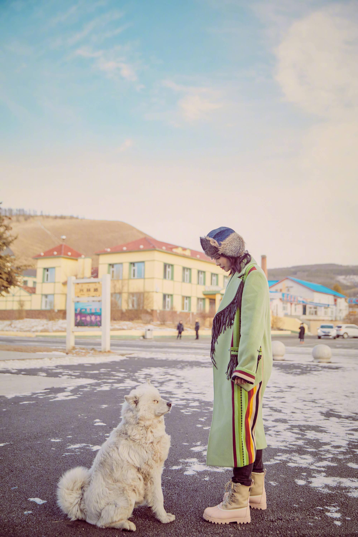 刘涛头戴东北 狗皮帽子 ,一身草木绿,引领圣诞最潮穿搭