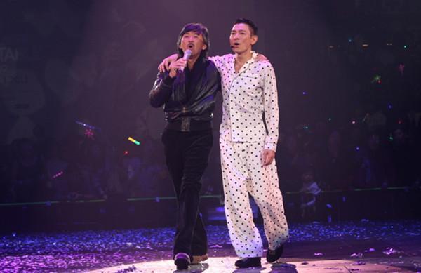 这才是实力整个娱乐圈都在台下听他唱歌在座的都是弟弟叶倩文经典