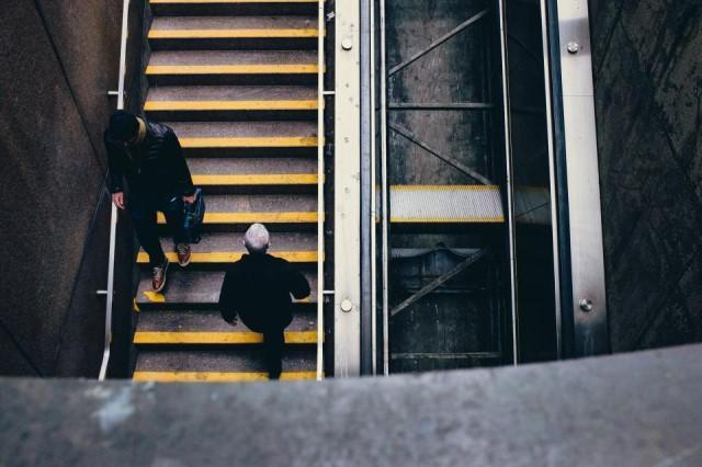 上楼梯和下楼梯哪个伤膝盖蚂蚁森林