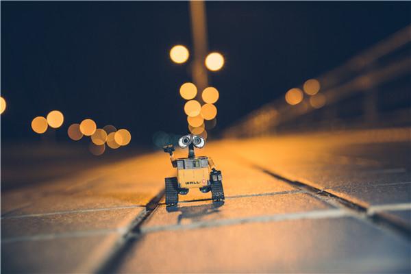 """应用场景更加多元 机器人正经历一个""""智能+""""的过程"""
