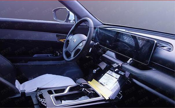 奔腾将推全新中大型SUV外形凌厉内饰高科技堪称放大版豪华T77_七