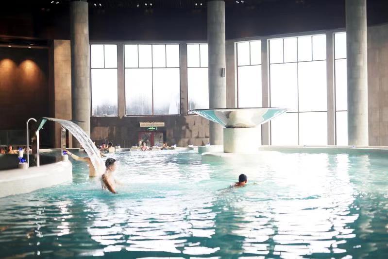 12.22枫叶小镇温泉度假村温暖起航图片