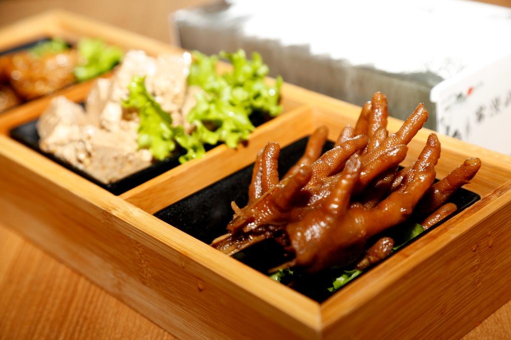 据介绍,特色老卤锅卤味是一个长期在陕西开火锅店的重庆小伙的创意