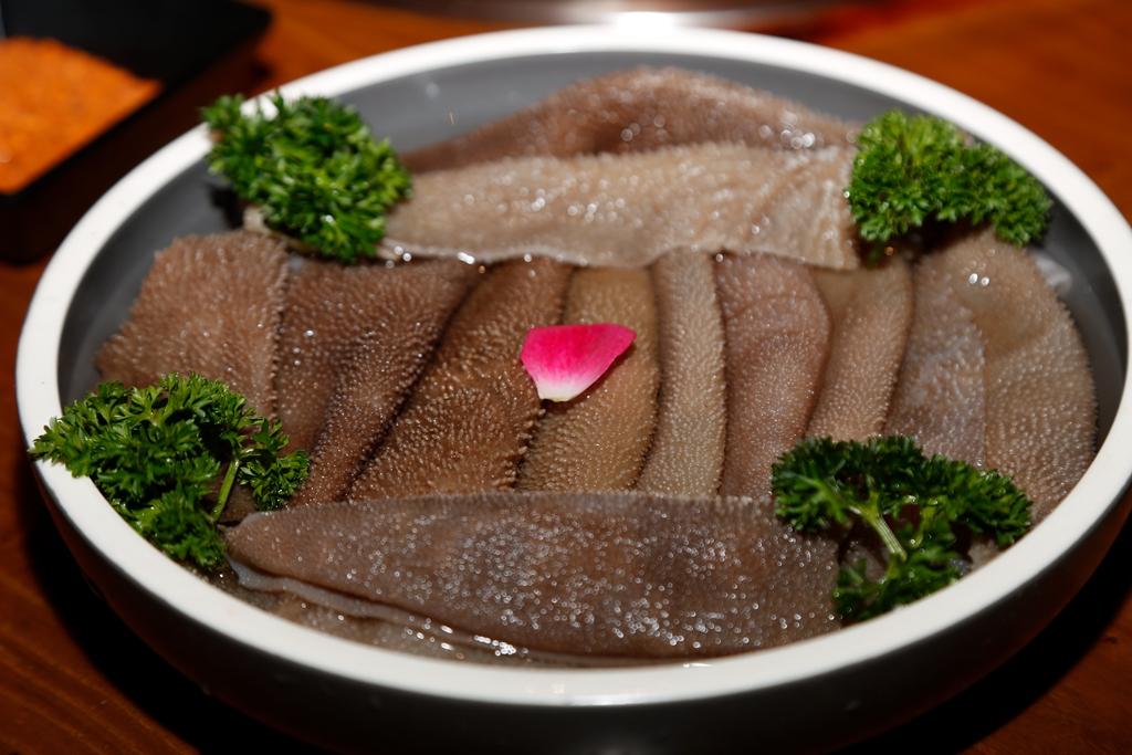 一锅煮三味 火锅肉夹馍同吃 雾漫山城卤味火锅开创者
