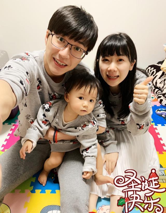 江宏傑平安夜曬全家福,一家人穿親子裝好有愛,懷孕的愛醬顯憔悴